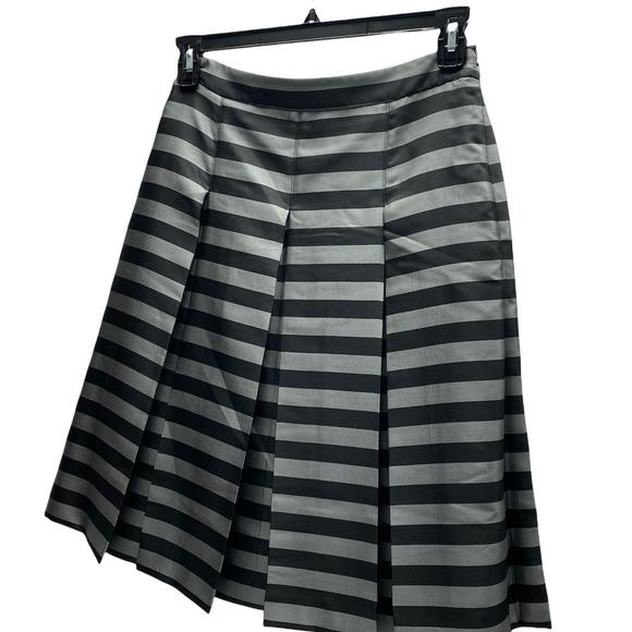 Halogen Nordstrom Women's Size 6P Silver & Black Below Knee Pleated Skirt EUC